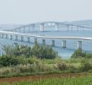伊良部大橋から男性(32)が転落 高さは約30メートル ふざけて橋の欄干超え足滑らせたか? 宮古島市