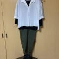 着やせコーデ 白シャツと黒のカットソーの初秋コーデ