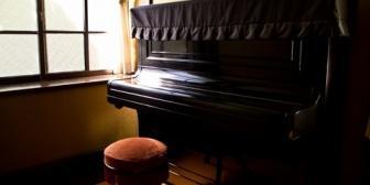 在宅勤務してるんだけど、どっかの住人が下手くそなピアノ練習してるのがすごくイライラする…