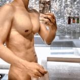 『【画像】Gackt、ベンチプレスのやりすぎで巨乳になるwwwwwwwwwwwwww』の画像