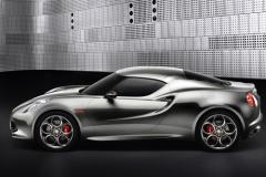 重量1トン以下のMRで300馬力、アルファ・ロメオ4Cは来年デビュー