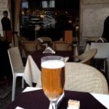 『【ミラノサローネ2013】 路上レストランでピザとビール』の画像