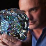 アートと数学のコラボ!フィボナッチ数列が隠されたガラス彫刻がめちゃくちゃ美しい