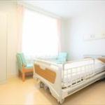 【画像】入院中の楽しんごさん、スイートルームのような超豪華な病室と壮大な夜景写真をアップ