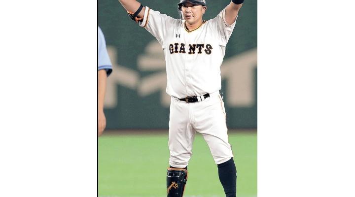 巨人・阿部慎之助(40).317(60-19)  3本  15打点  出塁率.414  OPS.981