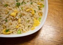 【悲報】焦がしにんにくのマー油と葱油が香るザ★チャーハン600g、食べきれない