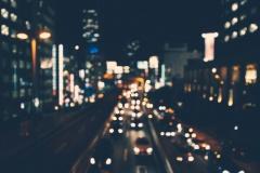 暗くなってきてるのに車幅灯すら点けない車って何なの?
