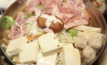 【衝撃】大根丸ごと一本としゃぶしゃぶ用豚肉を使うこの鍋料理がめっちゃくちゃ美味そう!冬にこれは最高ですね!