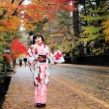 『【留美子讃歌 63】着物美人と紅葉と黒い板塀とのアンサンブル、角館』の画像