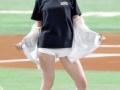 篠田麻里子の始球式がセクシー過ぎるwwwwwwwwww(画像あり)