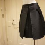 『N°21(ヌメロ ヴェントゥーノ)ポケットフリルフレアスカート』の画像