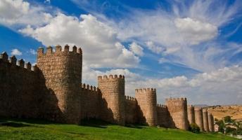 全長2.5km!長大な城壁に守られた城塞都市『アビラ』がスゴかった