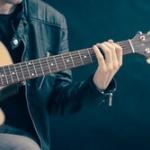 ベース、ドラム、キーボードとかいうギターより簡単な楽器www