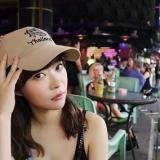 指原莉乃、タイでつづくTシャツを着た知らない方と2ショットを撮るwww