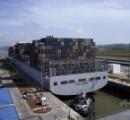 1万3000個以上積めるコンテナ船、パナマ運河を通過 過去最大