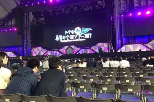 乃木坂オタクさん、コンサート中にカメラが落下してきて無事タヒ亡のサムネイル画像