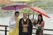 【京都】ブータン国王夫妻、雨の金閣寺を参拝