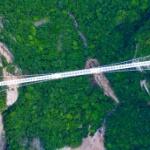 【動画】中国、世界最長430m!「ガラスの吊り橋」ついにガラスの敷設が完了 [海外]