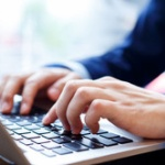 朝から晩まで働いて月収30万円稼いでもパソコンも買えないような額しか残らないのが普通なの?