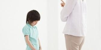走り回っていた女の子がぶつかってきて、近くにいた母親が「謝りなさい!」と叫んだ。よくある親子のやり取りだけど、この親子はホラーだった…