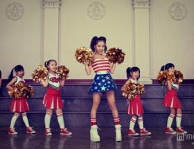 【画像】板野友美さん 公開処刑を封じるため子供をバックダンサーに起用wwwwwwwww