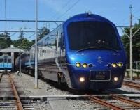 『伊豆観光列車 THE ROYAL EXPRESS お目見え』の画像