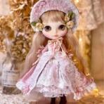 Une poupée parlante.