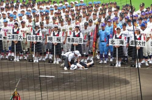 【悲報】 高校野球開会式で女子生徒が倒れる → 無視して進行wwwwwwwwwwwwwwwwのサムネイル画像