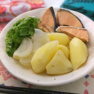 簡単なのにオシャレな味♪塩鮭とじゃがいもの白ワイン煮