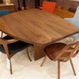 『会話がはずむテーブル・土井木工・ミーオラウンドテーブル』の画像