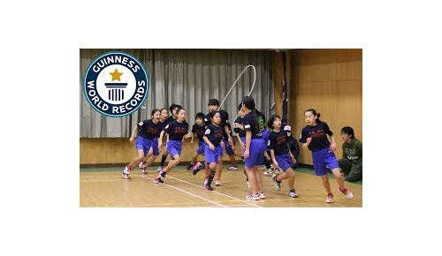 日本の小学生たちが挑戦した縄跳びギネス記録映像が神業レベル、世界から大絶賛