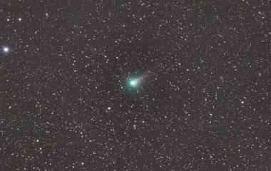 『成長中の貴賓あるジョンソン彗星(C/2015 V2)』の画像