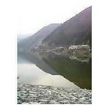 『山あいのダムに映る風景』の画像