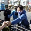 小泉進次郎「イケメンすぎる」人気健在!  聴衆とグータッチ、ツーショット写真をねだる女性も ・・・ある意味野党が一番安心な選挙区か?