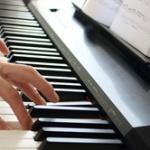 ピアノ弾いてるけど質問ありますかー?