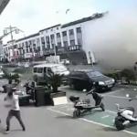 【動画】中国、通り沿いの軽食店で突然ガス爆発!その瞬間、監視カメラ映像 [海外]