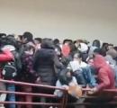 ボリビアの大学で廊下に設置してあった手すりが壊れ、8人が4階から1階に転落 少なくとも7人が死亡