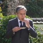 【動画】米ブリンケン国務長官、日本へ動画メッセージ!「桜餅」を食べて日本の春を祝う!