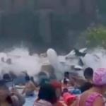 【動画】中国、波の出るプールで調整ミス、突然大波が発生!30人以上が負傷 [海外]