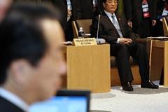【画像あり】菅首相を見詰める胡錦濤主席