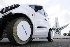東洋ゴム、パンクしない「空気なしタイヤ」公開。時速120キロの高速走行可