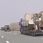 【動画】中国、人民解放軍の軍事車両が北朝鮮との国境に集結中!いったい何が…!? [海外]