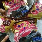 『浜松駅前でチョコ味のかにぱん配ってるよ!』の画像