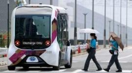 【パラ選手村】自動運転バスが視覚障害選手に接触、バスのオペレーター2人「人がいるのに気付いていたが、横断をやめるだろうと思った」
