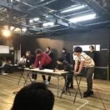 『【乃木坂46】『ナナマルサンバツ2』舞台稽古写真に日村さんらしき人物が映り込んでるんだがwwwwww』の画像
