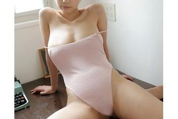 青山ひかるの少しだけポチる乳首