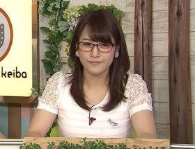おっぱいメガネことテレ東の鷲見玲奈アナがメガネをやめようとしている
