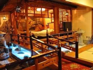 高校生のまんさんに2万円渡し、ホテルでわいせつ行為 73歳無職男逮捕