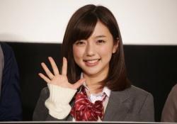 真野恵里菜ちゃんが23歳なのに制服姿がまったく違和感ないと話題
