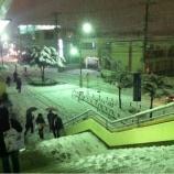 『幻想的 雪化粧の埼京線戸田公園駅前です』の画像